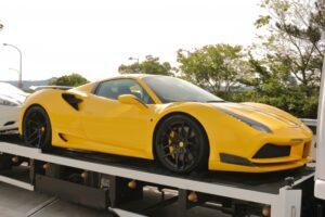 黄色い 車 スポーツカー
